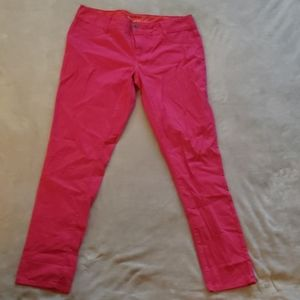 NWOT-Womens Maurices Bright Pink Capris-Size 13/14